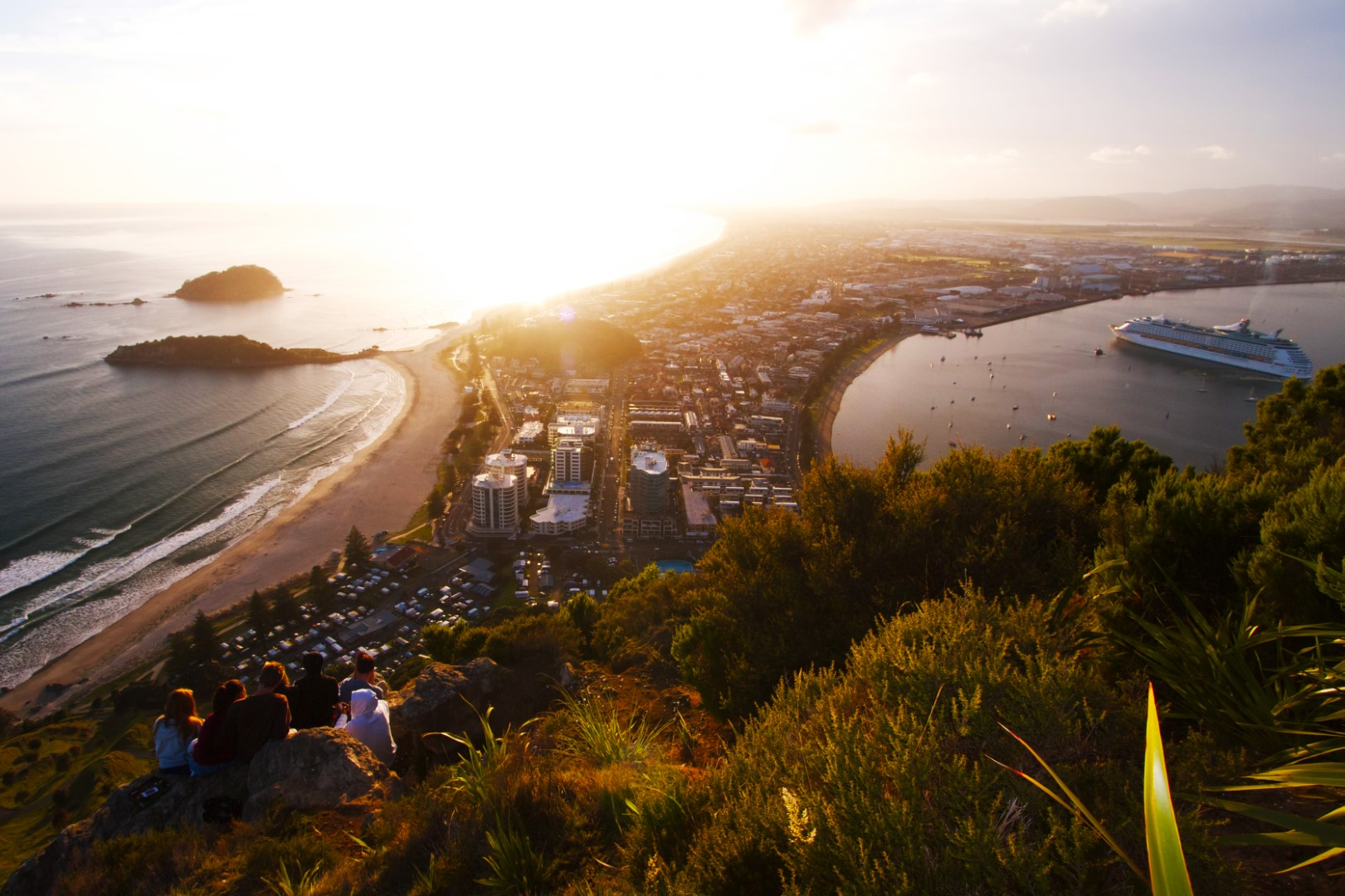 Sonnenaufgang auf dem Mount Maunganui in der iBay of Plenty, Photo Credit: Tourism New Zealand
